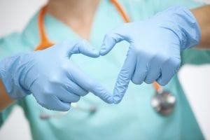 doctora manos corazón