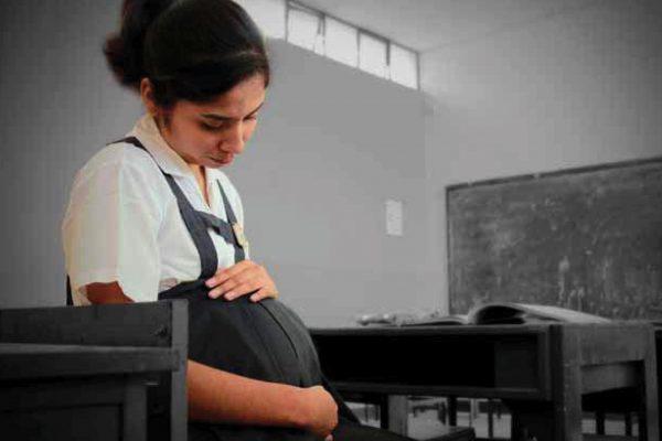 Prevenir el embarazo adolescente permite continuar con los estudios